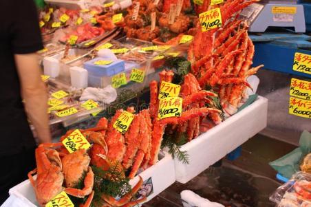 tsukiji-fish-market-crabs-tokyo-japan-53937739