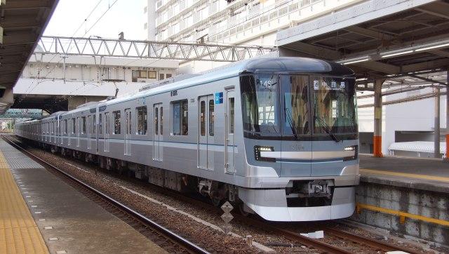 japanese-train-tokyo-metro-hibiya-line-clasical-music-trial